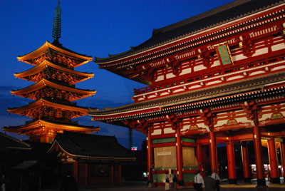 夜の浅草寺