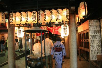 法善寺(水かけ不動)